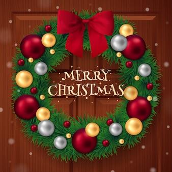 Corona realista de navidad con bolas decorativas
