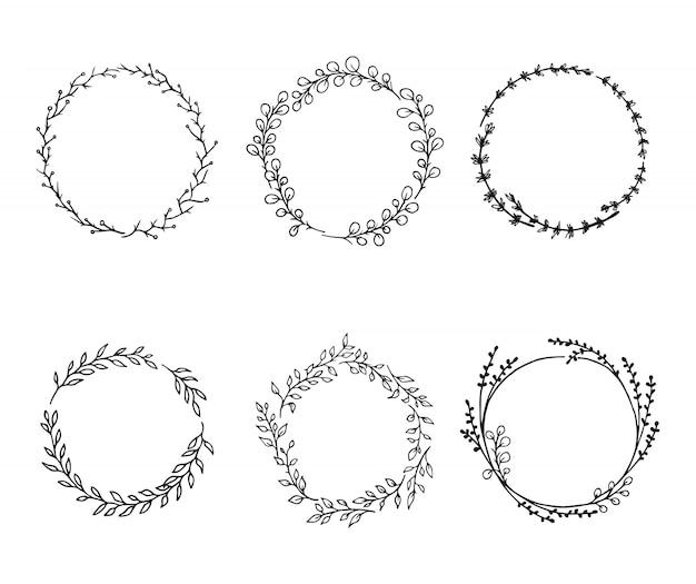 Coronas de flores: elementos de flores dibujados a mano establecidos para el diseño.