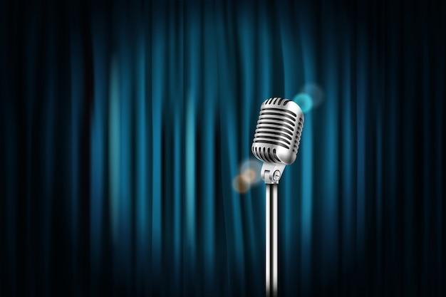 Cortinas de escenario con micrófono brillante.