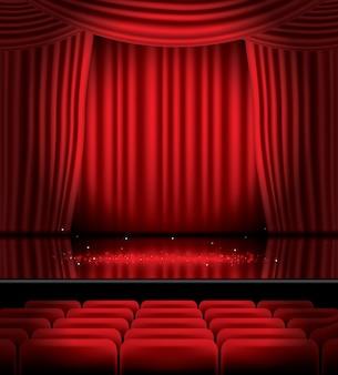 Cortinas rojas abiertas con asientos y luz en el piso