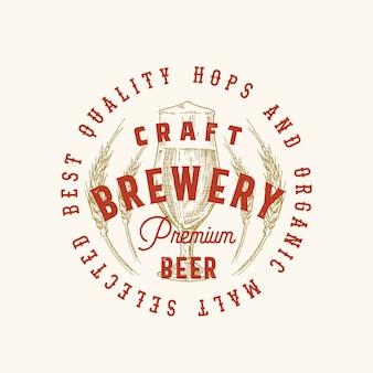 Craft brewery premium beer signo abstracto, símbolo o plantilla de logotipo. vidrio retro dibujado a mano y trigo con tipografía clásica. etiqueta o emblema de cerveza vintage.