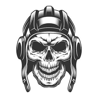 Cráneo en el casco del tanque