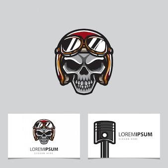Cráneo y tarjeta de motorista clásico