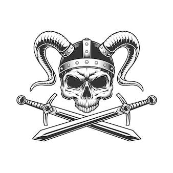 Cráneo vikingo en casco con cuernos
