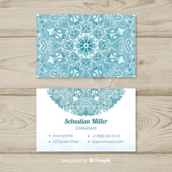 Creativa y elegante tarjeta de visita en estilo de mandala