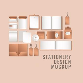 Cuadernos y maquetas en fondo naranja