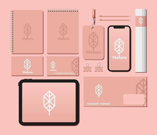 Cuadernos y paquete de elementos de conjunto de maquetas en diseño de ilustración rosa