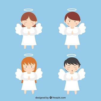 Cuatro bonitos ángeles navideños