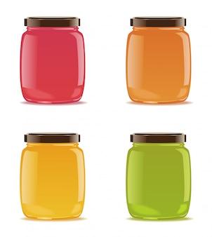 Cuatro frascos de vidrio con mermelada o puré de bebé.