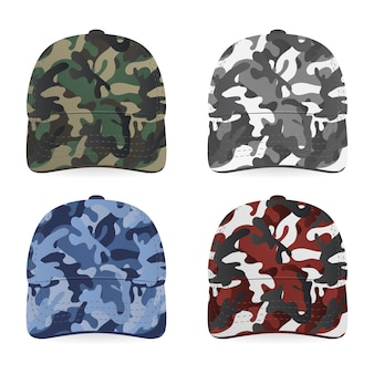 Cuatro gorras militares realistas sobre fondo blanco.