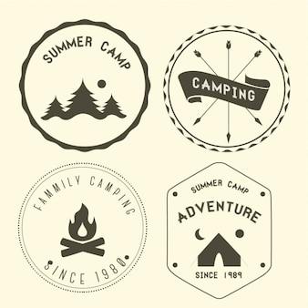 Cuatro insignias de acampada