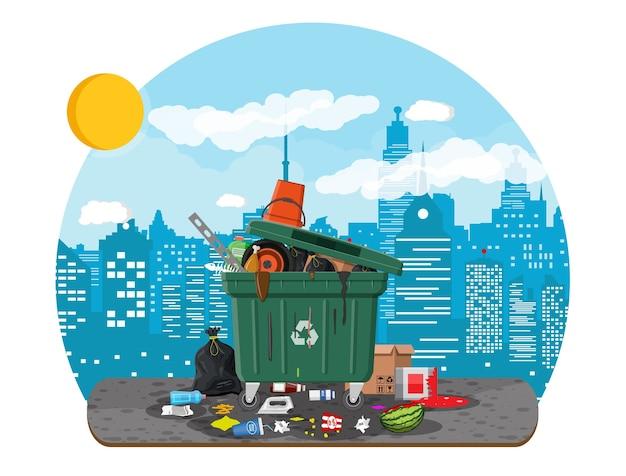 Cubo de basura de plástico lleno de basura.