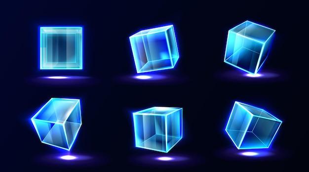 Cubos de plástico o vidrio que brillan con luz de neón en diferentes ángulos de vista, caja cuadrada transparente, bloque de cristal, acuario o podio de exhibición, objetos geométricos brillantes aislados, ilustración vectorial 3d realista