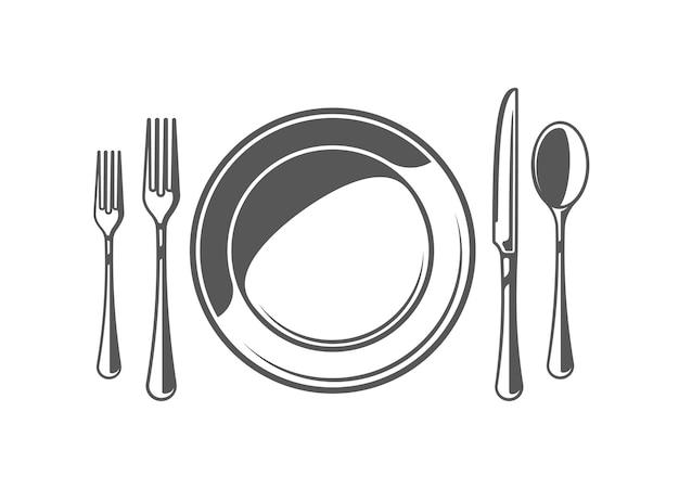 Cuchara, tenedor, cuchillo y plato aislado sobre fondo blanco.
