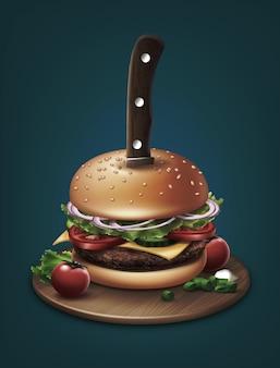 Cuchillo apuñalado a través de una hamburguesa con tomate cherry y cebolla picada en placa de madera, aislado sobre fondo azul.