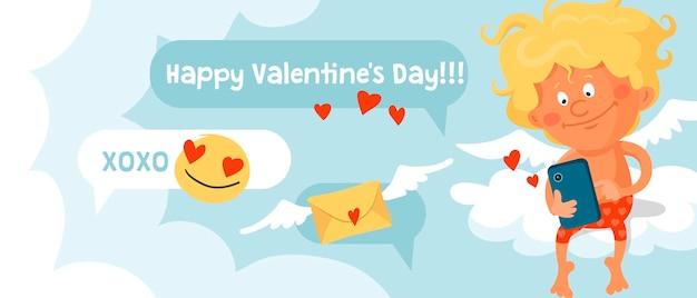 Cupido divertido lindo en bragas rojas está sentado en una nube y escribiendo mensajes en el teléfono inteligente.
