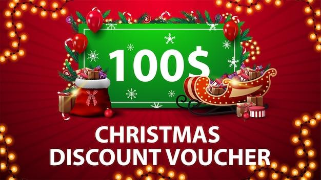 Cupón de descuento de navidad con trineo de papá noel y bolso con regalos, marco de guirnalda y oferta verde decorada con regalos