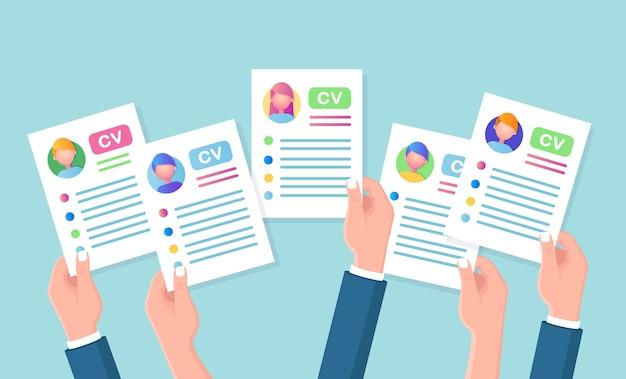 Cv empresarial en mano. entrevista de trabajo, contratación, búsqueda de empleadores