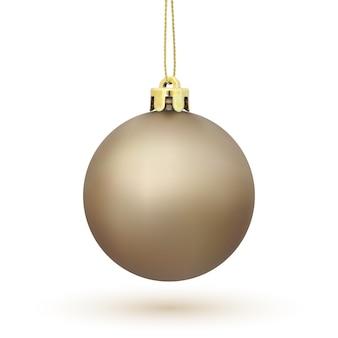 Decoración del árbol de navidad aislado sobre fondo blanco. bola de navidad dorada.