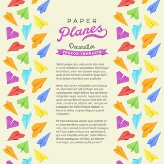 Decoración hecha de aviones de papel en un marco