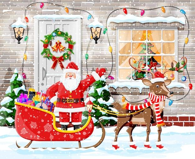 Decoración de puerta navideña con santa y nieve.
