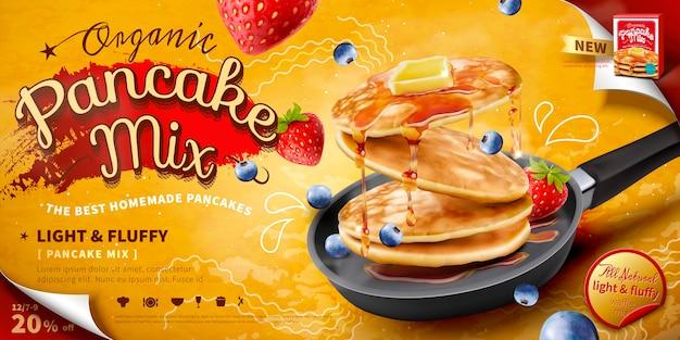 Deliciosos panqueques esponjosos en sartén, coberturas de frutas frescas y miel, pancarta o póster publicitario de alimentos