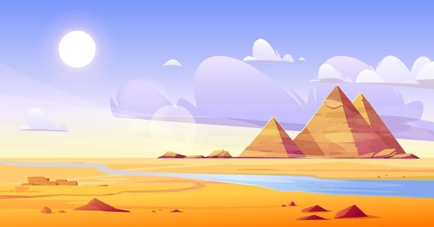 Desierto egipcio con río y pirámides.