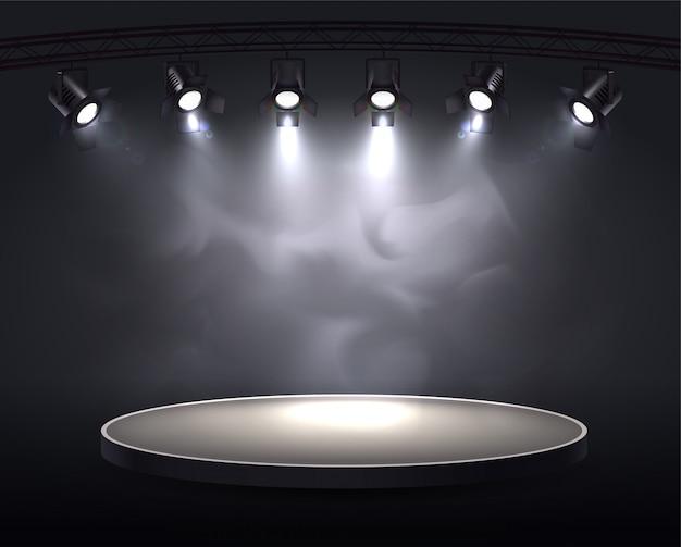 Destaca la composición realista con una trama redonda resaltada por seis focos que arrojan luz brillante a través del humo