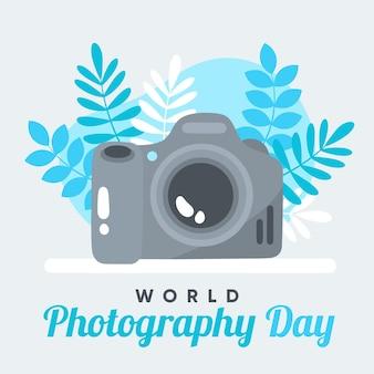Día mundial de la fotografía con cámara y hojas.
