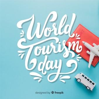 Día mundial del turismo con elementos de viaje.