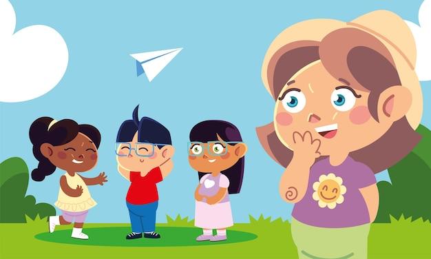 Día del niño, grupo de niños en el parque con avión de papel.