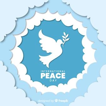 Dia de paz con paloma en papel