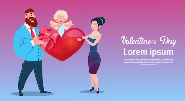 Día de san valentín tarjeta de regalo amantes de las vacaciones pareja amor cupido forma de corazón
