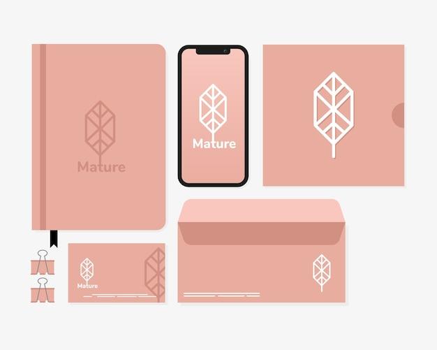 Diario con paquete de elementos de conjunto de maquetas en blanco, diseño de ilustraciones