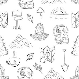 Dibujado a mano camping, senderismo y viajes de patrones sin fisuras