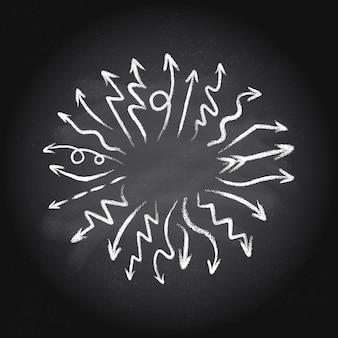 Dibujado a mano doodle conjunto de flechas hechas de tiza apuntando hacia el centro sobre un fondo de pizarra.