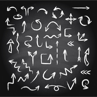 Dibujado a mano doodle conjunto de flechas de tiza o textura pastel sobre un fondo de pizarra. ilustración