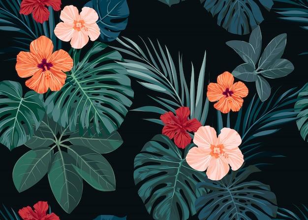 Dibujado a mano sin fisuras patrón tropical con flores de hibisco y hojas de palmeras exóticas sobre fondo oscuro.