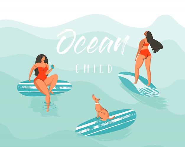 Dibujado a mano resumen de verano divertido cartel de ilustración con chicas surfistas en bikini rojo con perro en las olas del océano azul y cita de caligrafía moderna ocean child