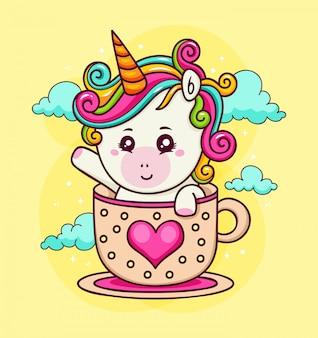 Dibujado a mano unicornio en una taza de amor en el cielo
