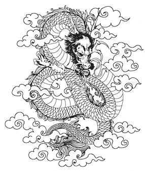 Dibujo a mano del dragón del arte del tatuaje y dibujo con arte lineal.