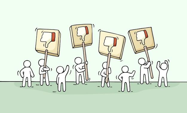 Dibujo de multitud de gente pequeña con símbolos de aversión. doodle de escena de trabajadores con transparencias.