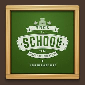 Dibujo de texto de regreso a la escuela con tiza en la pizarra con elementos tipográficos