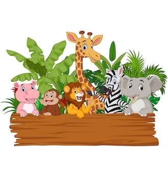 Dibujos animados de animales salvajes con tablero en blanco