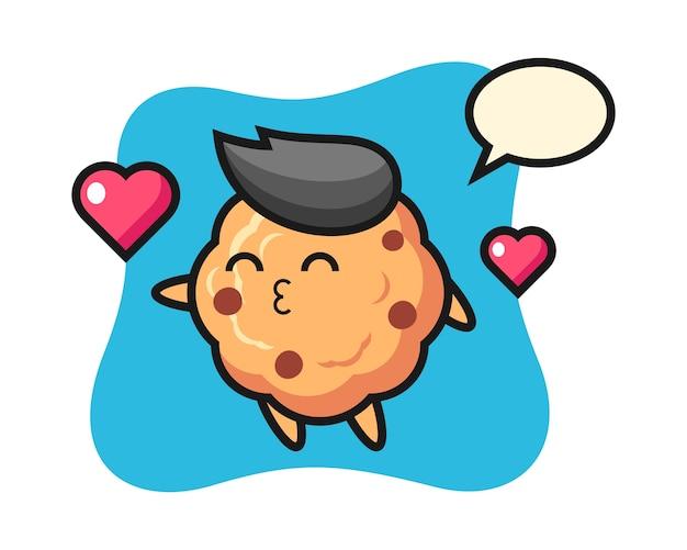 Dibujos animados de carácter de galleta con chispas de chocolate con gesto de besos