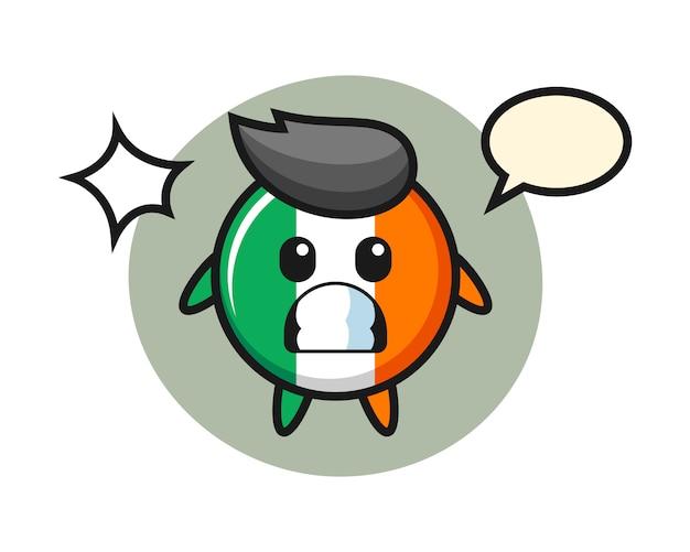 Dibujos animados de carácter de insignia de bandera de irlanda con gesto de sorpresa