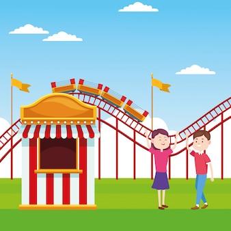 Dibujos animados feliz pareja en la feria junto a la taquilla sobre la montaña rusa y el paisaje
