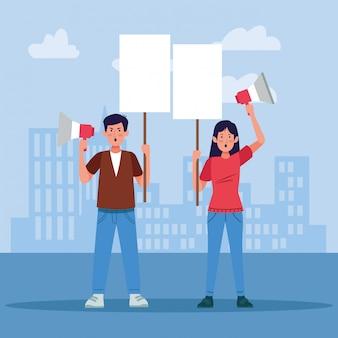 Dibujos animados hombre y mujer con carteles en blanco y megáfonos