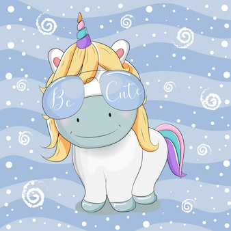 Dibujos animados lindo unicornio con gafas de sol sobre fondo de rayas