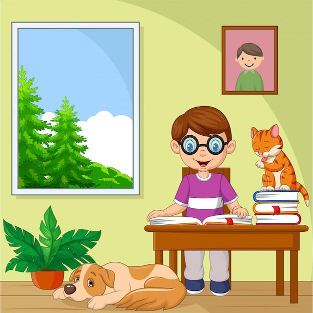 Dibujos animados niño estudiando en la habitación